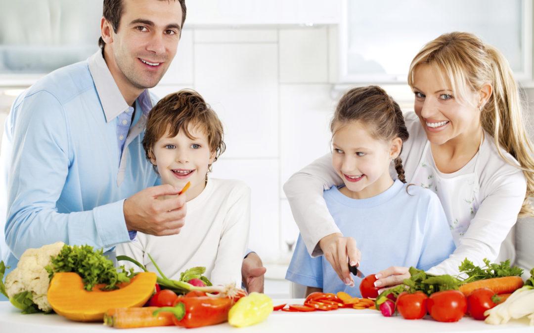Préparer les repas en famille