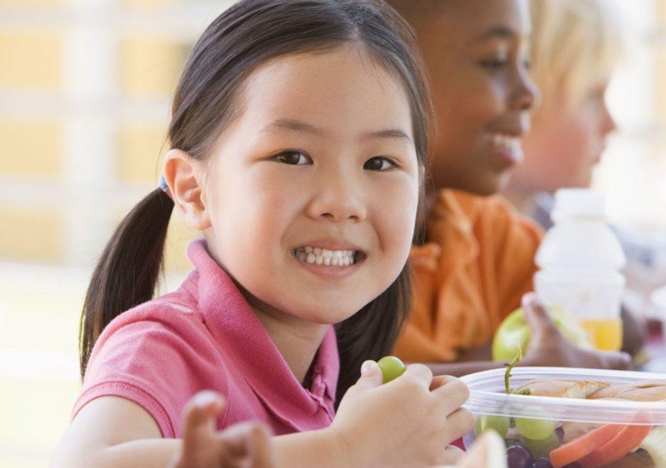 jeune fille asiatique lunch